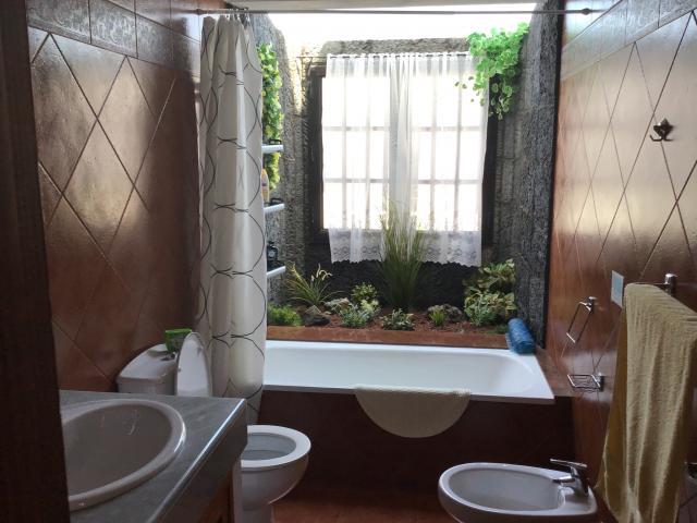 Villa Ani Lee Downstairs Bathroom - Villa Ani Lee, Tias, Lanzarote