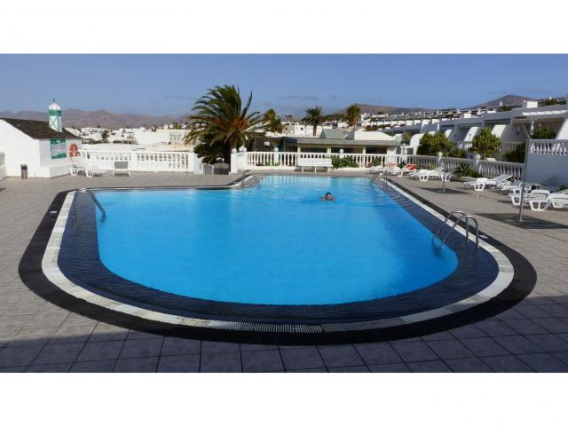 Cosy seaview apartment in a quiet residential complex in Puerto del Carmen. With private swimming pool, tennis court, restaurant/coffee bar inside.