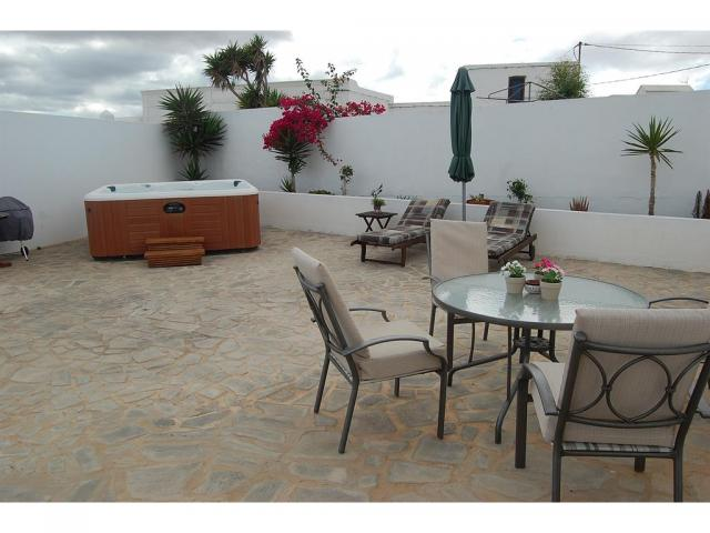 Outdoor seating and Jacuzzi - Casita Blanca, Nazaret, Lanzarote