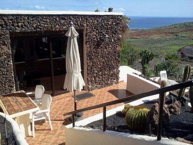 Idyllic, luxurious, rural retreat, amazing views, free Wi Fi and British TV