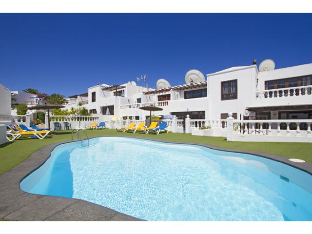 Lovely 2 bedroom apartment sleeps up to 4 people with garden and pool views. Puerto del Carmen Lanzarote.