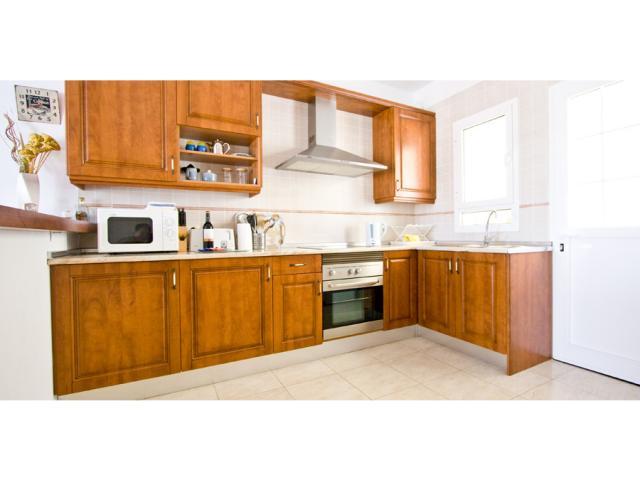 Fully equipped kitchen - Villa Clara, Costa Teguise, Lanzarote