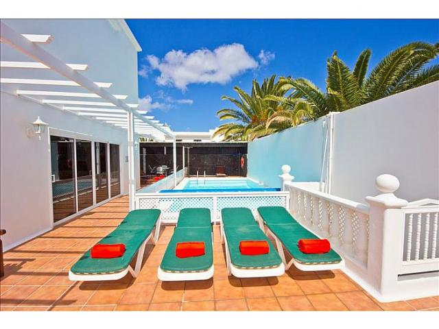 Centrally located villa with private swimming pool in Costa Teguise close to the shops and beach