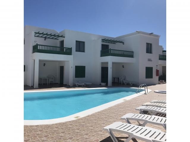 piccolo residence con 8 appartamenti con piscina