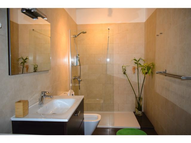 Master bedroom en-suite - Villa Kura, Puerto del Carmen, Lanzarote