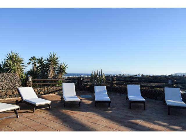 Sun loungers - Villa Kura, Puerto del Carmen, Lanzarote