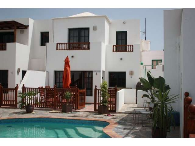 Modern 3 bedroom 2 bathroom villa in private gated complex in Punta Mujeres Lanzarote. Sleeps 6, baby and toddler friendly, perfect for families.